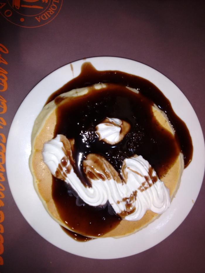 Tortita con nata y chocolate del Florida