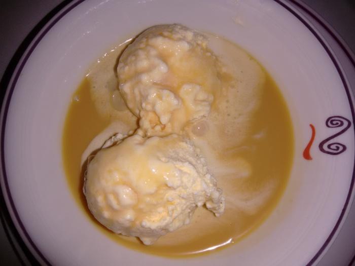 Helado de vainilla con toffee