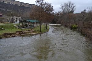 Crecida del Río Nela en la zona de baños y la bolera