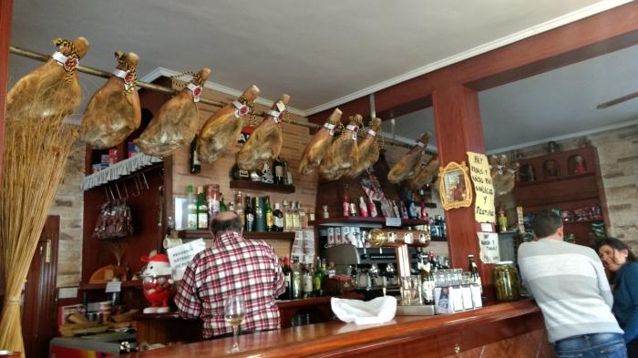 Barra del Bar Victorino de Puentedey