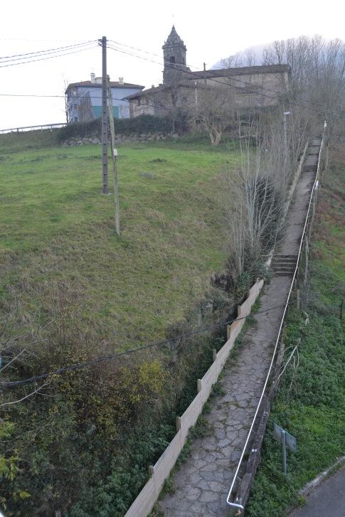 Camino hacia el barrio de Arrazola