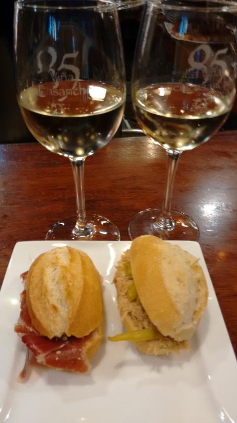 Copa de vino Gomez Cruzado y bocadillitos