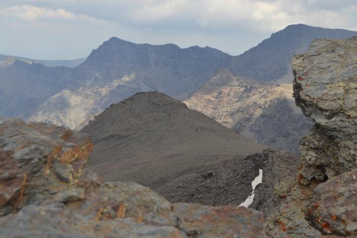 Cerro de los Machos y el Mulhacén y varios picos de Sierra Nevada
