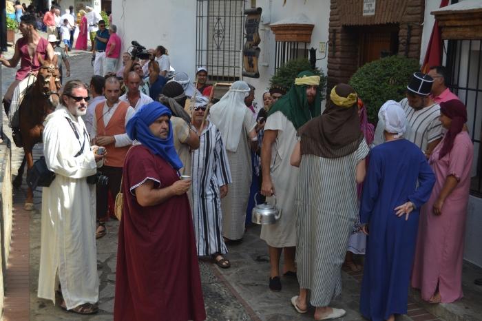 Vecinos vestidos de mudéjares