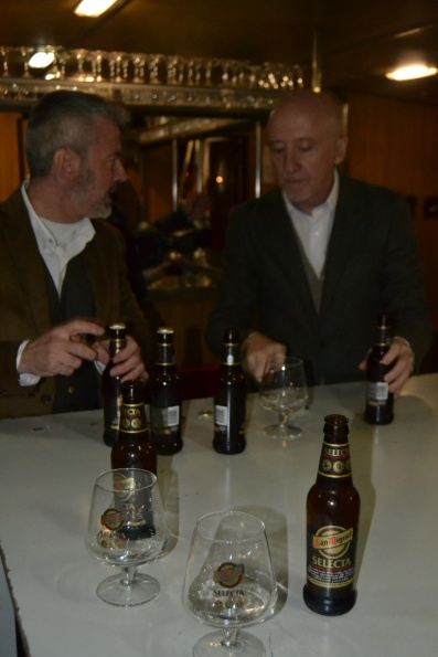 Comienzo de la Cata de la cerveza San Miguel SELECTA a bordo del barco