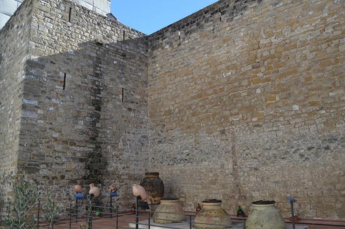 Patio del Museo junto a los restos de la Muralla de Úbeda