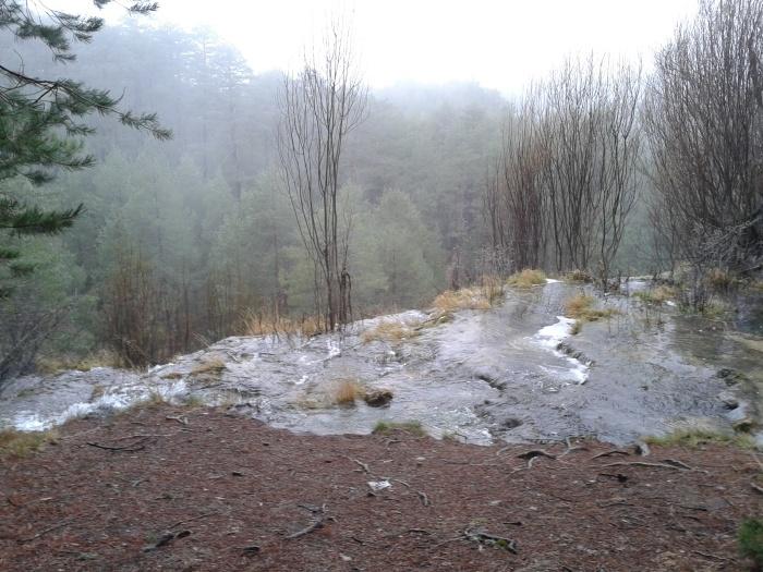 Río Cuervo encima de la cascada