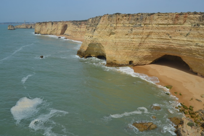 Costa del Algarve y Faro de Ponta do Altar