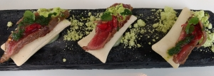 Entremés de carne de Buey con bocadillo relleno de anchoa