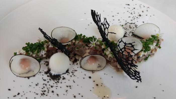 Tartar de verdel y ostras Guillardeau