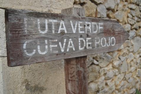 Indicaciones a la Cueva de Rojo en Puentedey
