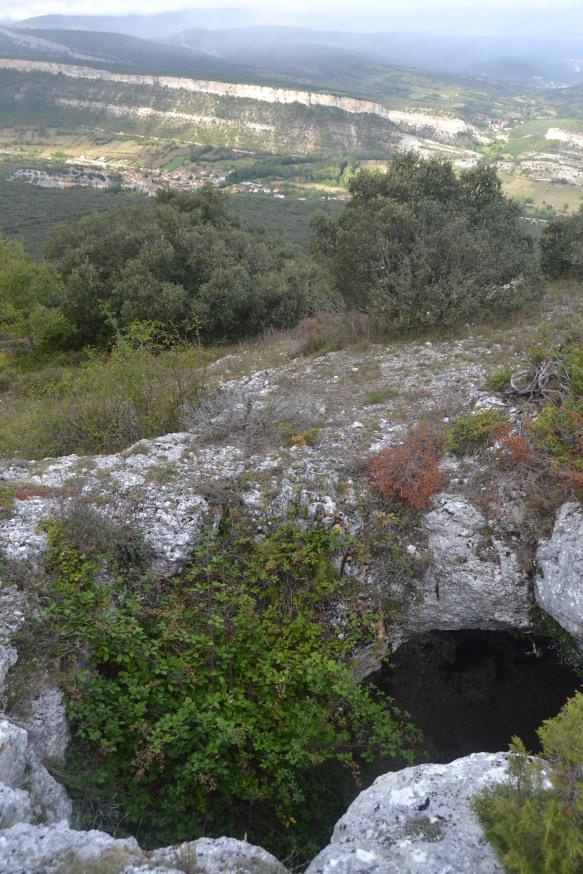 Cueva de Rojo y Puentedey